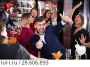 Купить «Guy expressively dancing in bar», фото № 28606893, снято 29 ноября 2017 г. (c) Яков Филимонов / Фотобанк Лори