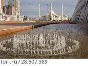 Купить «Mosque Hazret Sultan in Astana and fountain in the foreground, Kazakhstan», фото № 28607389, снято 25 августа 2015 г. (c) Владимир Пойлов / Фотобанк Лори