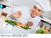 Купить «Positive chef arranging fried shrimps», фото № 28628253, снято 23 июля 2018 г. (c) Яков Филимонов / Фотобанк Лори