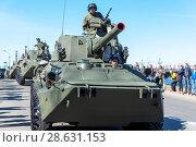Купить «Самоходное артиллерийское орудие 2С23 НОНА-СВК на Дворцовой набережной. Санкт-Петербург», эксклюзивное фото № 28631153, снято 9 мая 2018 г. (c) Александр Щепин / Фотобанк Лори