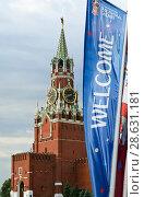Купить «Welcome flags on Moscow streets in honour of the 2018 FIFA World Cup in Russia», фото № 28631181, снято 15 июня 2018 г. (c) Владимир Журавлев / Фотобанк Лори