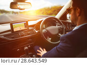 Купить «man behind the wheel wearing sunglasses», фото № 28643549, снято 16 июня 2019 г. (c) Wavebreak Media / Фотобанк Лори