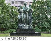 Купить «Памятник Бетховену в парке Таунусанлаге во Франкфурте-на-Майне, Германия», фото № 28643801, снято 12 мая 2018 г. (c) Михаил Марковский / Фотобанк Лори