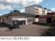 Купить «Можайск, пятиэтажный дом на улице Московская», эксклюзивное фото № 28643821, снято 11 июня 2018 г. (c) Дмитрий Неумоин / Фотобанк Лори
