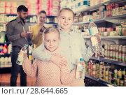Купить «Two small sisters holding bottled water», фото № 28644665, снято 20 января 2018 г. (c) Яков Филимонов / Фотобанк Лори