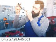 Купить «Male working diagnose broken part», фото № 28646061, снято 18 июня 2019 г. (c) Яков Филимонов / Фотобанк Лори