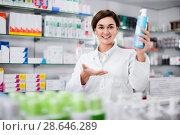 Купить «Female pharmacist suggesting useful body care products», фото № 28646289, снято 31 января 2017 г. (c) Яков Филимонов / Фотобанк Лори