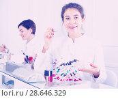 Купить «Manicurist showing color schemes», фото № 28646329, снято 2 февраля 2017 г. (c) Яков Филимонов / Фотобанк Лори