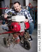 Worker practicing his skills and using plough. Стоковое фото, фотограф Яков Филимонов / Фотобанк Лори