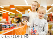 Купить «sisters are holding purchases», фото № 28648145, снято 4 апреля 2018 г. (c) Яков Филимонов / Фотобанк Лори