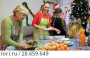 Купить «Happy family is meeting for celebration New Year together at home.», видеоролик № 28659649, снято 17 января 2018 г. (c) Яков Филимонов / Фотобанк Лори