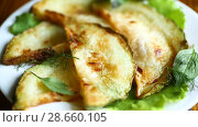 Купить «Fried zucchini seasoned with dill», видеоролик № 28660105, снято 30 июня 2018 г. (c) Peredniankina / Фотобанк Лори