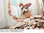 Купить «worker with demolition hammer breaking interior wall», фото № 28664217, снято 8 декабря 2017 г. (c) Дмитрий Калиновский / Фотобанк Лори