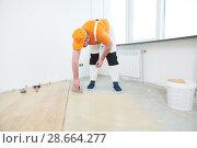 Купить «worker gluing wood parquet floor.», фото № 28664277, снято 25 января 2018 г. (c) Дмитрий Калиновский / Фотобанк Лори