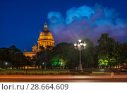 Исаакий, ночь и облака. St. Isaac's Cathedral, a night and white clouds (2018 год). Стоковое фото, фотограф Baturina Yuliya / Фотобанк Лори