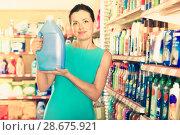 Купить «Female buying to fabric softener», фото № 28675921, снято 6 июня 2017 г. (c) Яков Филимонов / Фотобанк Лори
