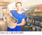 Купить «woman displayed big shopping bag with nuts in eco market», фото № 28675997, снято 13 июня 2017 г. (c) Яков Филимонов / Фотобанк Лори