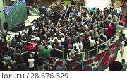 Купить «Fans watch the live broadcast of the Russia-Uruguay match in the mall Gallery», видеоролик № 28676329, снято 25 июня 2018 г. (c) Ирина Мойсеева / Фотобанк Лори
