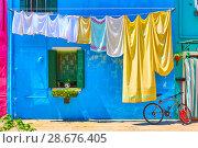 Купить «Airing linen in the street in Burano», фото № 28676405, снято 16 июня 2018 г. (c) Роман Сигаев / Фотобанк Лори
