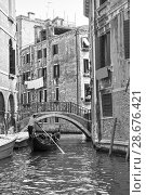 Venetian view with small canal with gondola (2018 год). Стоковое фото, фотограф Роман Сигаев / Фотобанк Лори