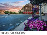 Купить «Цветы у Исаакиевского собора Lilac flowers near St. Isaac's Cathedral», фото № 28682697, снято 3 июня 2018 г. (c) Baturina Yuliya / Фотобанк Лори