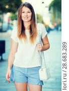 Купить «Girl strolling along summer city», фото № 28683289, снято 15 августа 2017 г. (c) Яков Филимонов / Фотобанк Лори