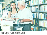 Купить «Elderly grandfather with girl are reading books», фото № 28689053, снято 28 июня 2017 г. (c) Яков Филимонов / Фотобанк Лори
