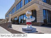 Купить «Самара. Волк Забивака, официальный талисман Чемпионата мира 2018 года около отеля Lotte в летний день», фото № 28689261, снято 23 июня 2018 г. (c) Артем Блинов / Фотобанк Лори