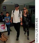 Купить «LeAnn Rimes arrives at Los Angeles International Airport her husband Eddie Cibrian and his kids Featuring: LeAnn Rimes, Eddie Cibrian, Jake Austin Cibrian...», фото № 28694405, снято 19 декабря 2016 г. (c) age Fotostock / Фотобанк Лори