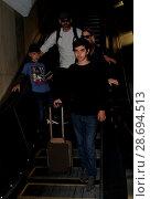 Купить «LeAnn Rimes arrives at Los Angeles International Airport her husband Eddie Cibrian and his kids Featuring: LeAnn Rimes, Eddie Cibrian, Jake Austin Cibrian...», фото № 28694513, снято 19 декабря 2016 г. (c) age Fotostock / Фотобанк Лори