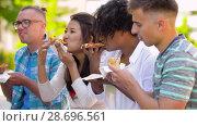 Купить «friends eating pizza, sandwich or burger in park», видеоролик № 28696561, снято 25 июня 2018 г. (c) Syda Productions / Фотобанк Лори