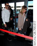 Купить «LeAnn Rimes and her husband Eddie Cibrian at Los Angeles International Airport (LAX) Featuring: LeAnn Rimes, Eddie Cibrian Where: Los Angeles, California...», фото № 28700617, снято 28 декабря 2016 г. (c) age Fotostock / Фотобанк Лори