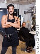 Купить «smiling man hairdresser and woman in salon», фото № 28703381, снято 21 июля 2018 г. (c) Яков Филимонов / Фотобанк Лори