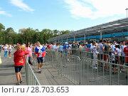 Купить «Болельщики проходят  на стадион Самара-Арена через турникеты перед матчем ЧМ 2018 Швеция - Англия», фото № 28703653, снято 7 июля 2018 г. (c) Светлана Кириллова / Фотобанк Лори