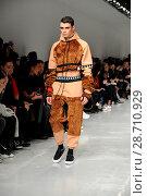 Купить «London Fashion Week Men's - Bobby Abley - Catwalk Featuring: Model Where: London, United Kingdom When: 06 Jan 2017 Credit: WENN.com», фото № 28710929, снято 6 января 2017 г. (c) age Fotostock / Фотобанк Лори
