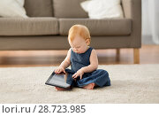 Купить «lovely redhead baby girl with tablet pc at home», фото № 28723985, снято 26 апреля 2018 г. (c) Syda Productions / Фотобанк Лори