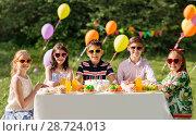 Купить «happy kids with cake on birthday party at summer», фото № 28724013, снято 27 мая 2018 г. (c) Syda Productions / Фотобанк Лори