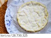 Купить «Мягкий сыр с плесенью», фото № 28730325, снято 9 июля 2018 г. (c) Natalya Sidorova / Фотобанк Лори