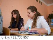 Купить «Урок в старшем классе», фото № 28730857, снято 9 апреля 2018 г. (c) Иван Карпов / Фотобанк Лори