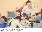 Купить «Teacher and pupils working in classroom at elementary school», фото № 28730889, снято 28 января 2018 г. (c) Яков Филимонов / Фотобанк Лори