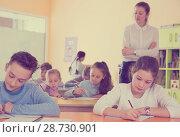 Купить «Teacher and pupils working in classroom», фото № 28730901, снято 28 января 2018 г. (c) Яков Филимонов / Фотобанк Лори