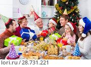 Купить «Large family handing gifts to each other», фото № 28731221, снято 18 марта 2019 г. (c) Яков Филимонов / Фотобанк Лори
