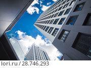 Купить «Фасад новых жилых многоэтажных домов на фоне неба», фото № 28746293, снято 23 июля 2019 г. (c) Сергеев Валерий / Фотобанк Лори
