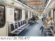 Купить «Пассажиры в полупустом вагоне метро, Санкт-Петербург», фото № 28750477, снято 11 июля 2018 г. (c) Юлия Бабкина / Фотобанк Лори