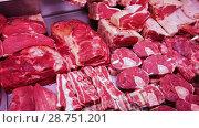 Meat displayed for sale in butcher's shop. Стоковое видео, видеограф Яков Филимонов / Фотобанк Лори