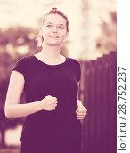 Купить «Girl jogging during outdoor workout», фото № 28752237, снято 5 июля 2017 г. (c) Яков Филимонов / Фотобанк Лори