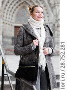 Купить «positive girl teenager in the city in scarf», фото № 28752281, снято 11 ноября 2017 г. (c) Яков Филимонов / Фотобанк Лори