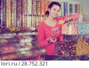 Купить «Woman in sweets shop», фото № 28752321, снято 22 марта 2017 г. (c) Яков Филимонов / Фотобанк Лори