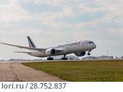 "Купить «Airplane Boeing 787 Dreamliner ""Air France"" takeoff , airport Sheremetyevo», фото № 28752837, снято 29 июня 2018 г. (c) Юлия Кузнецова / Фотобанк Лори"