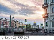 Фонари и купол dome of St. Isaac's Cathedral and the lanterns (2018 год). Стоковое фото, фотограф Baturina Yuliya / Фотобанк Лори